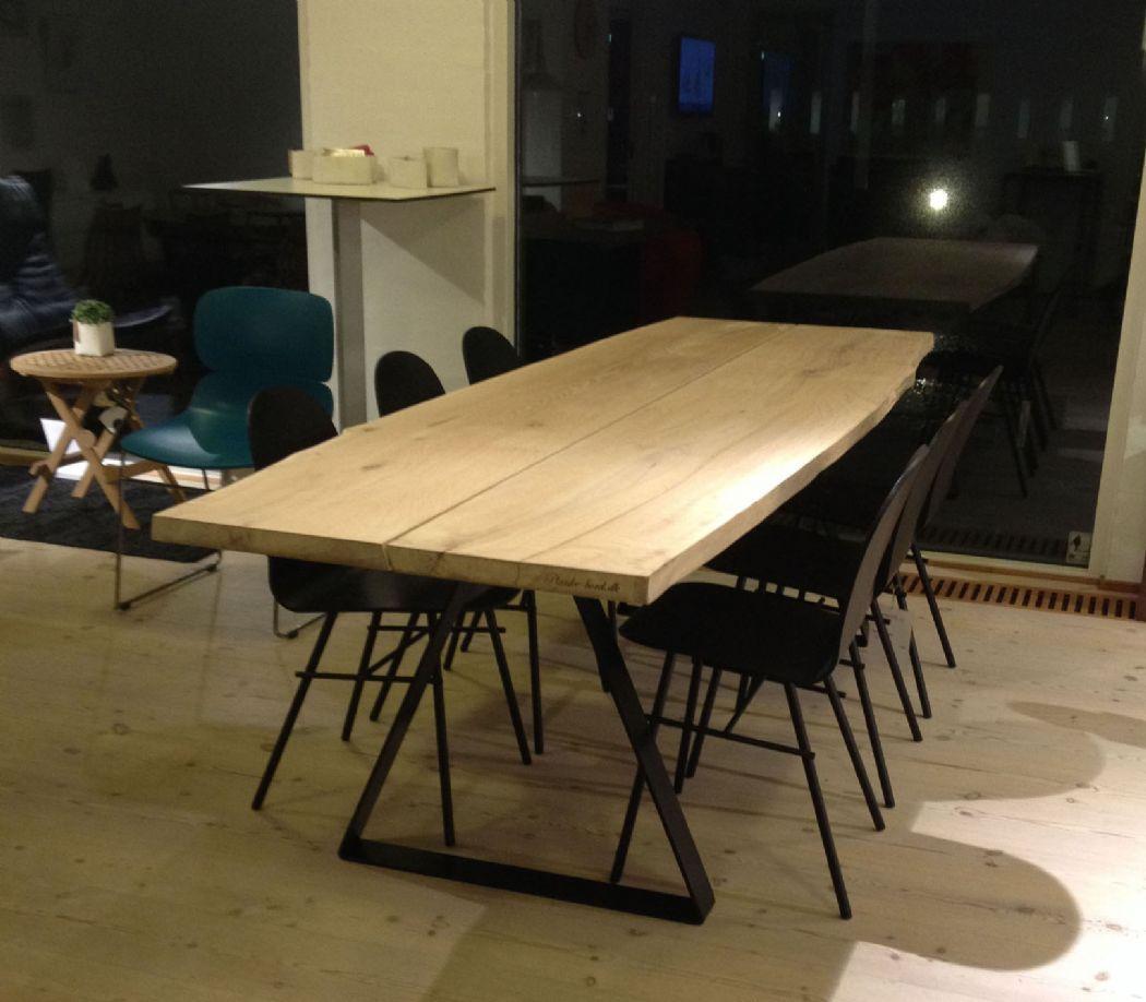 Plankebord med trekant stel.