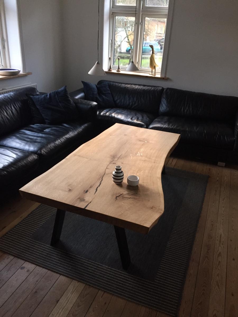 Sofabord i rustik olie.