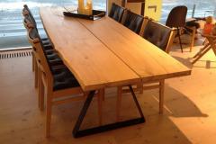 Plankebord med naturkanter.
