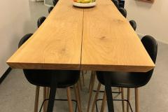 Højbord til spiseområde på kontor