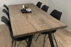 Plankebord eg med ibenholt olie og naturkanter