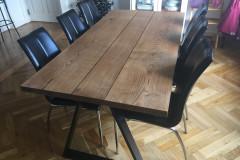 Plankebord egetræ i 3 planker med Ibenholt olie og trapez ben