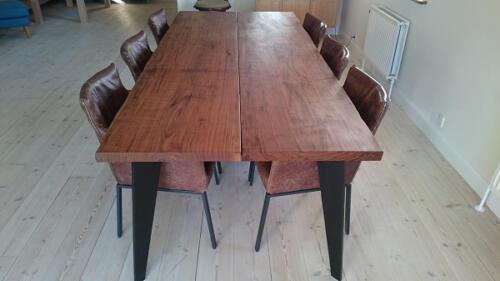 Amerikansk-valnød-med-special-lavet-bordben-2-planker