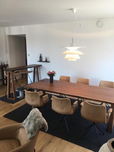 Amerikansk-valnød-plankebord-og-højbord