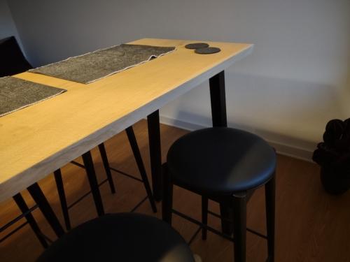 Højbord i eg med hvid olie og skrå ben til højbord 4 stk.
