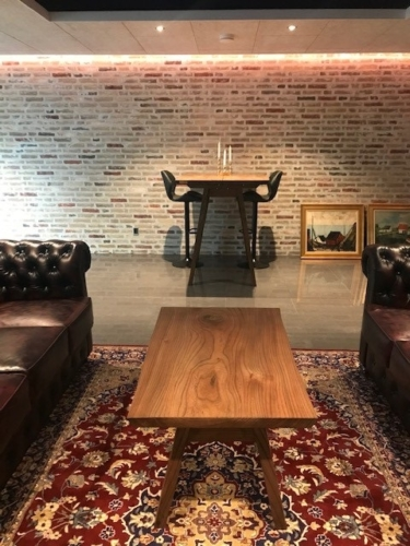 Højbord og sofabord i elm med ibenholt olie og træben