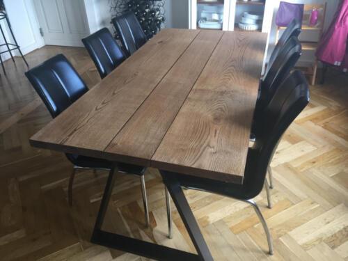Plankebord-egetræ-i-3-planker-med-Ibenholt-olie-og-trapez-ben