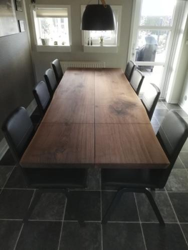 Plankebord amerikansk valnød med 2 tillægsplader, naturkanter og skrå ben - 98x200 cm