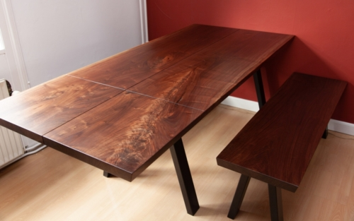 Plankebord amerikansk valnød i 2 planker med tillægsplade og bænke
