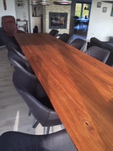 Plankebord i amerikansk valnød, 100x400 cm 15 graders kanter og skrå stolpe