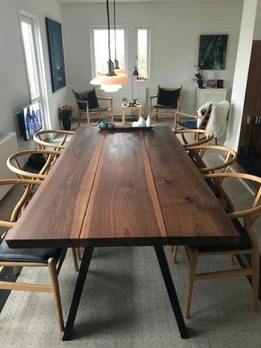 Plankebord i amerikansk valnød 3 planker med skrå ben
