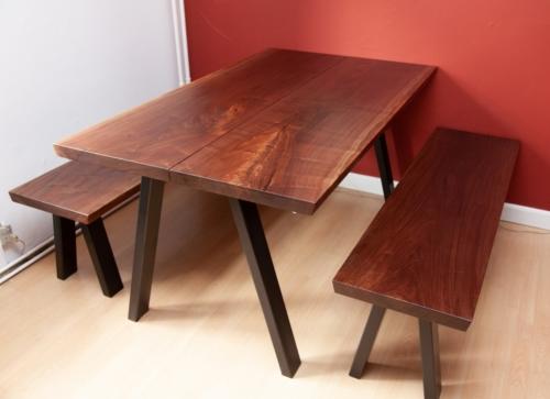 Plankebord i amerikansk valnød og 2 bænke