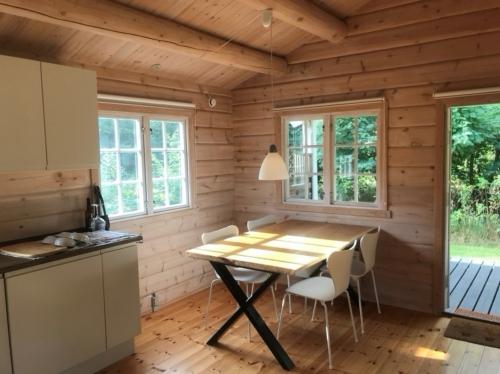 Plankebord i eg 2 planker 95x160 cm med krydsstel, naturolie og naturkanter