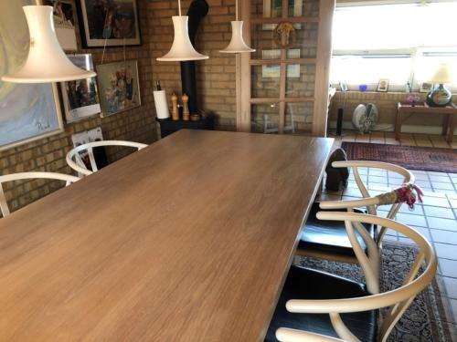 Plankebord i eg 2 planker som er sammenlimet - Hvid olie og 90 graders kanter