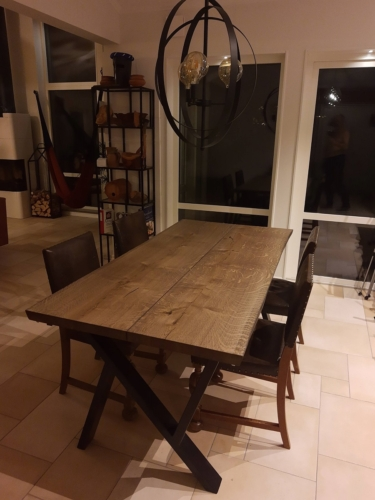 Plankebord i eg med 2 planker, 15 graders kanter og ibenholt olie