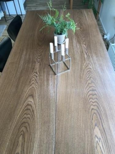 Plankebord i eg med valnød olie - stilrent