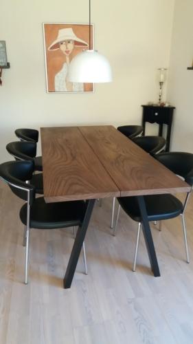 Plankebord i elm med ibenholt olie og skrå ben (1)