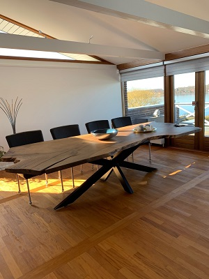Plankebord i europæisk valnød i 1 planke med stjernestel