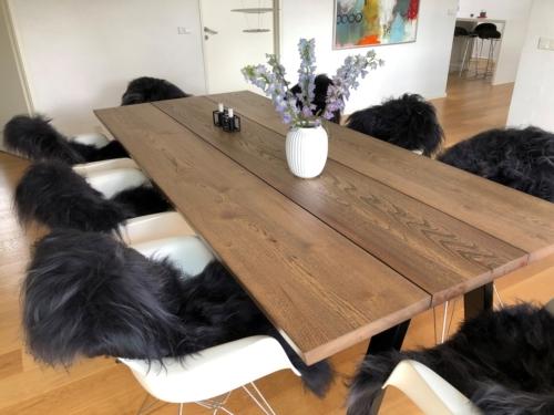 Rustikt plankebord i elm 110x247 cm med ibenholt olie of 15 graders kanter