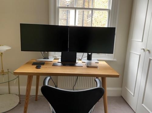Skrivebord eg med koniske ben og naturolie