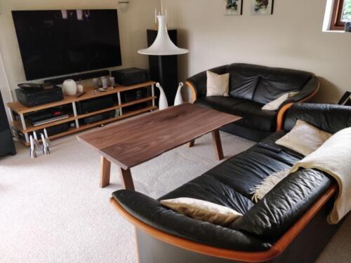 Sofabord-amerikansk-valnød-med-træben-1
