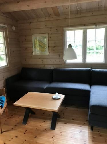 Sofabord i eg 60x80 cm med naturkanter, naturolie og krydsstel