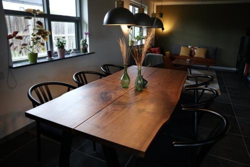 Plankebord i amerikansk valnød 2 planker med naturkanter