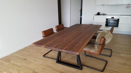 plankebord-3-planker-amerikansk-valnød-med-trapez-og-tillægsplade