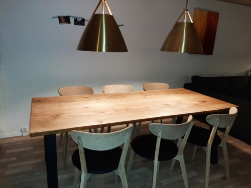 Plankebord eg med naturkant og naturolie